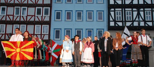Fotografía de los dantzaris de Gero en un festival internacional
