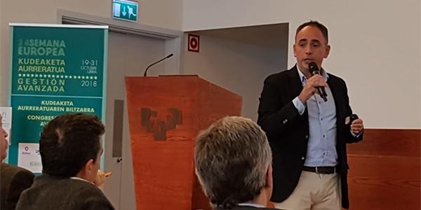 En la fotografía Aitor Uriondo durante su conferencia
