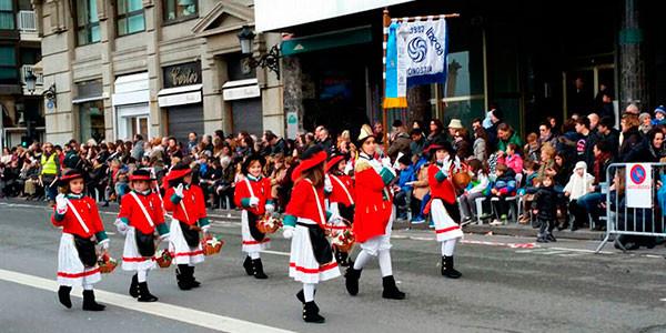 Haur danborradako desfilea
