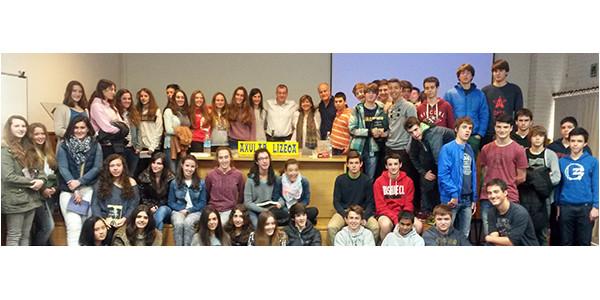 Argazkia los alumnos con los escritores